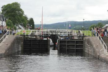 33 Lock opening on Canal