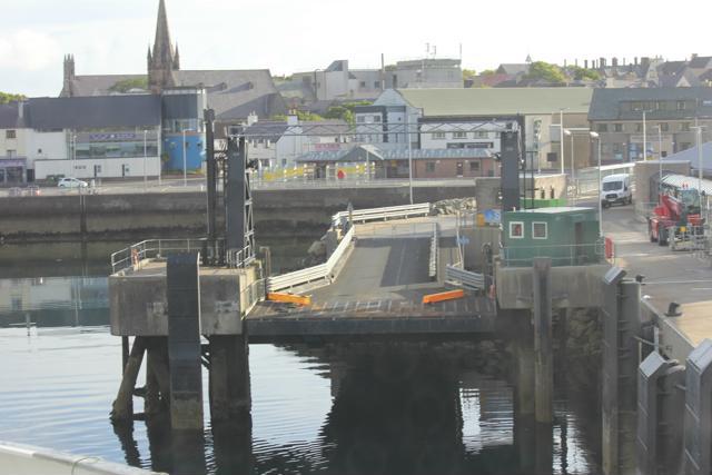 01 ferry leaving Stornoway