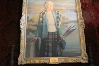05 Dame Flora MacLeod with the Macleod tartans