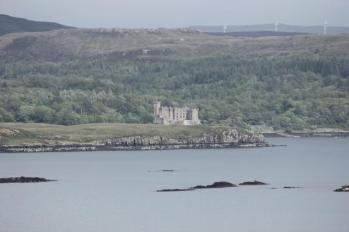 22 Dunvegan Castle from road