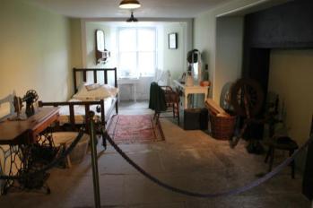 08 servants room