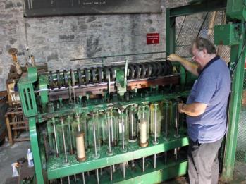 56 demonstration of spinning machine