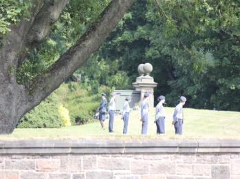 17 guards around palace