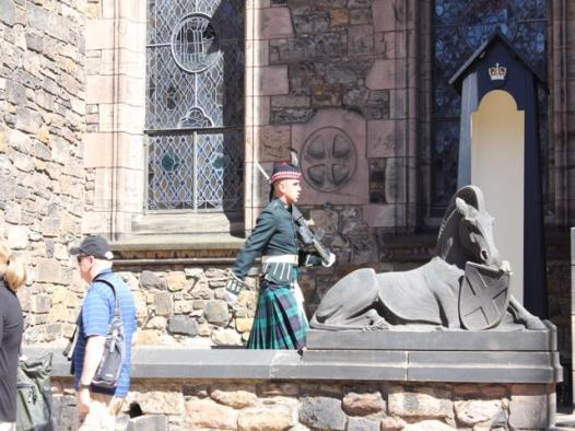 35 guard at Scotish National War Memorial
