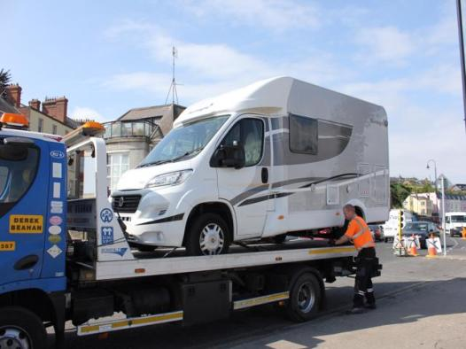 02 motorhome ready to tow