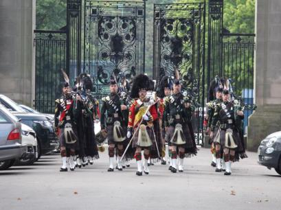 01 HRH Pipe Band