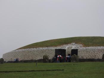 24 Newgrange main tomb
