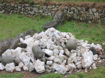 26 quartz and basalt used in Newgrange