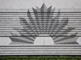 35 Australian emblem on steps outside of Centre
