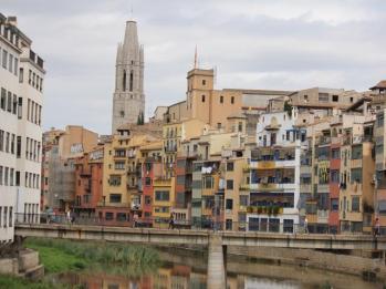 45 coloured houses Girona