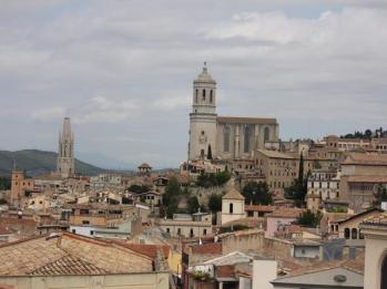 25 Girona from the walls