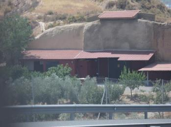 09 house built in hills