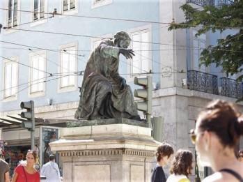 24 statue of Chiado
