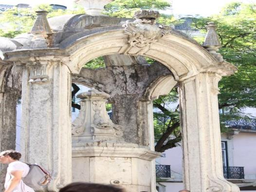 27 remains of Gothic church after earthquake