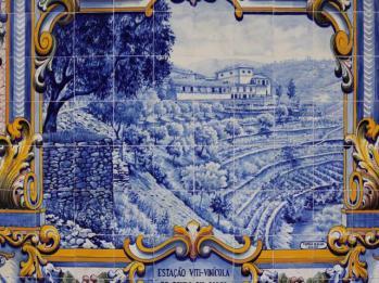 11 tiles at Pinhao Station