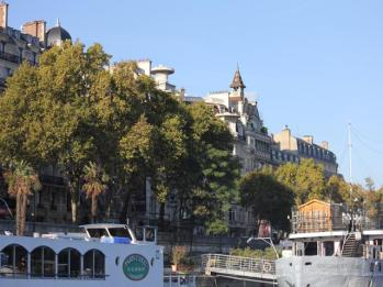 06 along the Seine