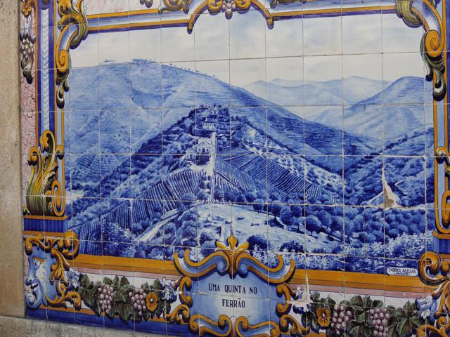 09 tiles at Pinhao Station