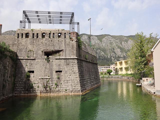09 Walls on Skurda River moat