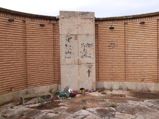 184 memorial to the fallen - Old Village of Belchite
