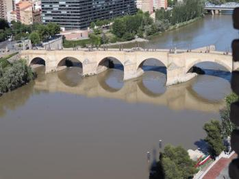 river-ebro-and-puente-de-piedra